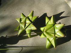 http://coconutweavingpatterns.blogspot.com.au/2013/12/blog-post_9840.html?view=flipcard