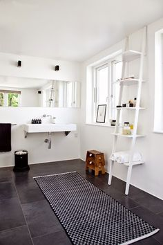 Small Bathroom Remodel Ideas for Washing in Style 2018 Shower ideas bathroom Bathroom tile ideas Small bathroom decor Master bathroom remodel Small bathroom storage Guest bathroom Saving And After Men Renters Laundry In Bathroom, White Bathroom, Bathroom Interior, Small Bathroom, Modern Bathroom, Bad Inspiration, Bathroom Inspiration, Bathroom Storage Ladder, Ladder Storage