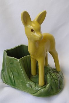 Vintage Shawnee Green Planter with Deer Figurine           (mine is yellow and red)...