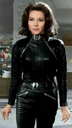 Emma Peel, Diana Riggs, Dame Diana Rigg, Avengers Girl, Bond Girls, Up Girl, Leather Fashion, Lady, Sexy Women