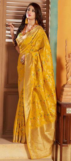 Saree Photoshoot, Silk Sarees Online, Traditional Sarees, Yellow Fashion, Banarasi Sarees, Silk Fabric, Weaving, Sari, Designer Sarees