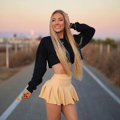 What's your favorite candy? I like sparkle cherry laffy taffy and chewy spree 🧡 outfit from Aspen Mansfield, Pastel Outfit, Looks Pinterest, Model Foto, Girls Selfies, Sexy Hot Girls, Gorgeous Women, Beautiful Beach, Female Models