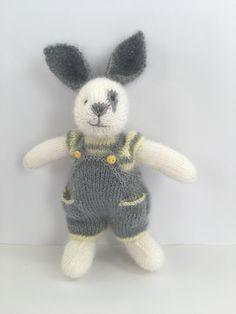 Knitting Charts, Knitting Yarn, Hand Knitting, Knitting Patterns, Crochet Patterns, Knitted Bunnies, Knitted Animals, Bunny Rabbits, Pet Toys