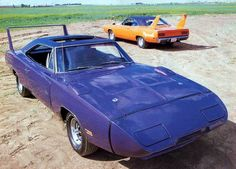 Image from http://www.fotosdecarros.com/wp-content/uploads/2009/12/25/00/1970-Dodge-Charger-Daytona_-Plymouth-Road-Runner-Super-Bird.jpg.