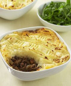 Cottage pie with cheesy potato topping