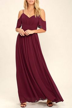 If you fancy a twirl in something spectacular, slip into the Ways of Desire Wine Red Maxi Dress! Woven poly forms a lightly pleated triangle bodice supported by spaghetti straps and fluttering sleeves. A banded waist gives way to a cascading maxi skirt. Summer Bridesmaid Dresses, Homecoming Dresses, Spring Dresses, Vestidos Color Verde Esmeralda, Vestidos Color Vino, Red Dress Casual, Red Maxi, Beaded Gown, Junior Dresses