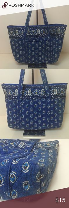 """Quilted Blue Printed Tote Bag Super cute!  Strap Drop 9"""". Size 16""""W x 11""""H x 3""""D.   Pre-owned very little wear and tear.  One exterior pocket. Interior is in great condition 4 compares. One small mark on back. Please review all photos. Americana Bags Totes"""