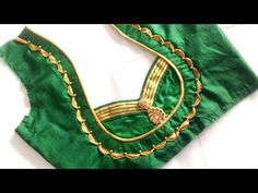 very beautiful neck design with Anchor thread cutting and stitching Patch Work Blouse Designs, Simple Blouse Designs, Stylish Blouse Design, Saree Blouse Neck Designs, Kurti Neck Designs, Dress Neck Designs, Sari Blouse, Blouse Designs Catalogue, Blouse Models