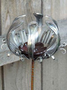 Faire Notions: Friday's Favorite: Dan Shattuck - Repurposed Silverware This. Fork Art, Spoon Art, Metal Projects, Metal Crafts, Art Projects, Metal Yard Art, Metal Art, Silverware Art, Vintage Cutlery