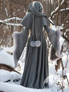 This Winter Cloak makes me wish it was socially acceptable to still wear them ... {{{sigh}}}
