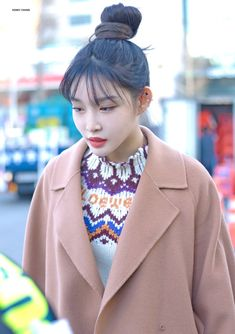 Blackpink Fashion, Korean Fashion, Fashion Models, Chung Ah, Fabric Tote Bags, Girl Artist, Fandom, Soyeon, Asian Style