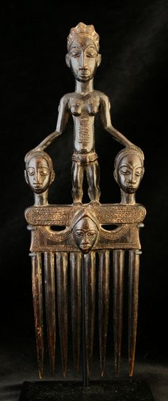 Baule Wooden Comb - Origin: Ivory Coast Circa: 20 th Century AD Dimensions: high x wide Out Of Africa, West Africa, Liberia, Sierra Leone, Afrique Art, Art Tribal, Art Premier, Art Africain, Statues