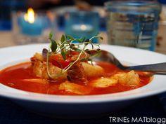 Tomatsuppe med torsk og chorizo. Veldig god. Chorizoen lager en nydelig smak på suppen