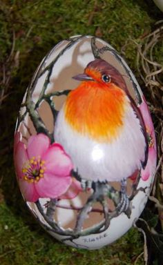 4. Rotkehlchen Egg Crafts, Easter Crafts, Ostern Wallpaper, Carved Eggs, Ukrainian Easter Eggs, Egg Designs, Faberge Eggs, Egg Art, Ceiling Decor