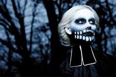 Sous le pseudonyme de Fever Ray se cache Karin Dreijer Andersson, une des moitiés du duo electro suédois The Knife. Elle sort son premier album éponyme début 2009,