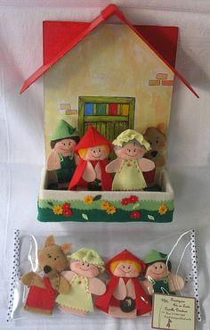 Dedoches Chapeuzinho Vermelho - contendo 4 personagens em caixa cenário, pintada à mão com aplicação em feltro ou em carteirinha plástica. Contato: frumigaria@uol.com.br