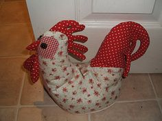gorgeous chicken doorstop! wish it had directions about how to sew one