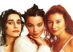 Me encanta la foto clásica de las tres cantantes- #PJ #Harvey, #Björk, y #Tori…