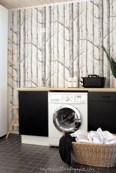Kodinhoitohuoneeseen tyyliä, tapetti:) - style to the laundry room, I love the wall:) Laundry Closet, Laundry Storage, Utility Cupboard, Dc Fix, Laundy Room, Inside A House, Toilet Room, Trendy Home Decor, Home Comforts