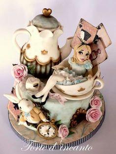 Tea time....Alice in Wonderland. Amazing cake by Torte d'incanto ♥