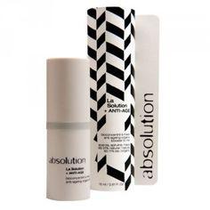 La Solution + ANTI-AGE agit en profondeur pour revitaliser, repulper et renforcer votre peau quand vous sentez que le temps… est en train de vous rattraper.