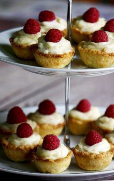 Mascarponés mini piték   Habzsoló Minion, Cheesecake, Muffin, Food, Cheesecakes, Essen, Minions, Muffins, Meals