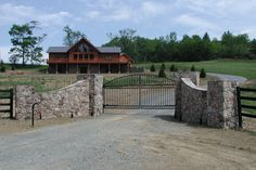 Driveway Entrances with Stone Wall - Imageck Driveway Entrance, Entrance Ways, Farm Entrance Gates, Tor Design, Fence Design, Driveway Design, Front Gates, Entry Gates, Stone Driveway