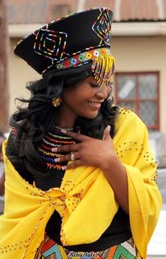 Modern Zulu woman in traditional outfit & traditional zulu bride - Reny styles African Traditional Wear, Traditional Outfits, Zulu Traditional Attire, African Attire, African Dress, African Clothes, African Hats, African Beauty, African Women