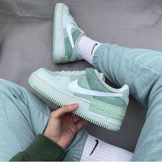 Jordan Shoes Girls, Girls Shoes, Jordan Outfits, Nike Outfits, Cute Sneakers, Shoes Sneakers, Sneakers Women, Shoes Women, Jordan Sneakers
