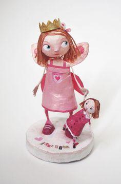 Chloé Rémiat Depuis quelque temps, je suis accro aux sculptures de papier maché. J'aimerai m'y essayer mais les journées ne sont malheureusement pas à ralonge et je ne peux pas tout faire (et m'éparpiller)... Il y a une artiste que j'affectionne en particulier...
