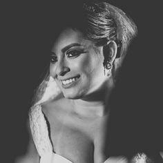 Nossa noiva Tais Motta deslumbrante com brincos #mairabumachar #noivasmb #bridecollection
