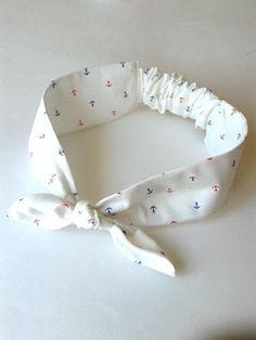 Jersey hairbands with attached bow at front and elastication at back of neck. Headband Pattern, Diy Headband, Baby Headbands, Fabric Headbands, Diy Hair Scrunchies, Hair Bows, Diy Hair Accessories Easy, Baby Girl Dress Patterns, Diy Bow