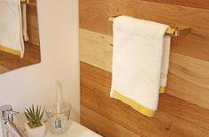 【輝きのチラリズム】¥3,024〜 真鍮製のタオル掛け。フラットバーの曲げ材と角パイプを組み合わせて作られています。サイズは2種類。