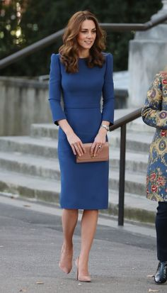 - Photo 2 - From Duchesses Kate Middleton and Meghan Markle to Queens Letizia and Máxima, royal fashionistas are always on trend. See their best looks of the week! Vestido Kate Middleton, Looks Kate Middleton, Kate Middleton Wedding Dress, Kate Middleton Outfits, Kate Middleton Dress, Kate Middleton Fashion, Casual Kate Middleton, Kate Middleton Pictures, Royal Fashion