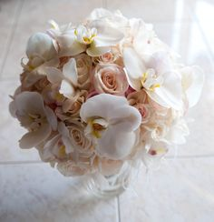 White orchids, beige pink roses