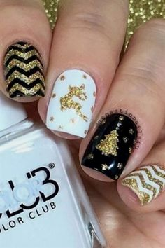 Gift Yourself a Christmas-Inspired Manicure Using These Festive and Bright Nail Art Designs : 32 Festive Christmas Nail Art Ideas - Easy Designs for Holiday Nails Xmas Nail Art, Xmas Nails, Christmas Nail Art Designs, Holiday Nails, Christmas Nails, Gold Christmas, Valentine Nails, Christmas Tree, Christmas 2016