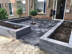 Tuin te brede rand Tuin te brede rand The post Tuin te brede rand appeared first on Vorgarten ideen. Farmhouse Landscaping, Driveway Landscaping, Driveway Ideas, Back Gardens, Outdoor Gardens, Landscape Design, Garden Design, Happy New Home, House Extension Design