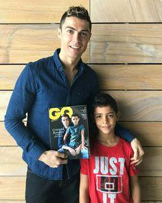 Gifts for tennis players [not the expensive ones] Cristiano Ronaldo 7, Ronaldo Cr7, Ronaldo Football, Young Boys Fashion, Boy Fashion, Cr7 Jr, Sports Celebrities, Teen Boys, Tennis Players
