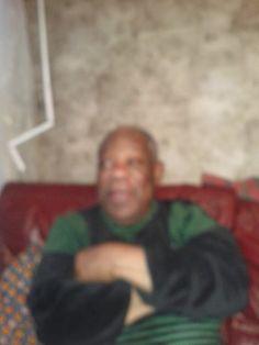 Mon grand oncle Félix Tounde DENANYO chez lui à Argenteuil en région parisienne