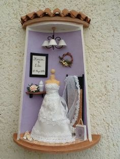 Tejas decoradas                                                                                                                                                                                 Más Tile Crafts, Clay Crafts, Diy And Crafts, Crafts For Kids, Pottery Houses, Ceramic Houses, Miniature Crafts, Miniature Dolls, Diy Dollhouse