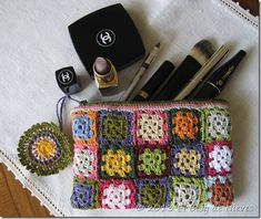 Crochet little granny square for this vanity case Crochet Wallet, Crochet Case, Crochet Shell Stitch, Crochet Granny, Crochet Motif, Crochet Toys, Knit Crochet, Crochet Patterns, Crochet Handbags