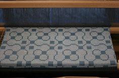 4 shaft Trellis in Summer and Winter Bertha Gray Hayes Types Of Weaving, Weaving Tools, Weaving Projects, Loom Weaving, Hand Weaving, Weaving Textiles, Weaving Patterns, Patterned Tea Towels, Trellis Pattern