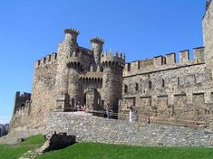 CASTLES OF SPAIN - Castillo de Ponferrada, (Templar Castle) Leon, Spain. The Templars began to build the castle of Ponferrada, in León, in 1178. The monks of the order rebuilt a small Roman fortress that had been destroyed by the Goths. Later they covered the original rampart with lime and pebbles. By 1282 the small fort served as a protection for pilgrims on their way to Santiago.
