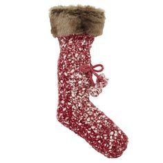 Teplé červeno-bílé zimní ponožky s kožešinou a bambulkami.