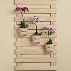 Fun Pallet Projects To Create Awesome Creations - New Deko Sites Diy Arts And Crafts, Craft Stick Crafts, Wood Crafts, Home Decor Furniture, Garden Furniture, Flower Vases, Flower Pots, Jardin Vertical Artificial, Wooden Wall Decor