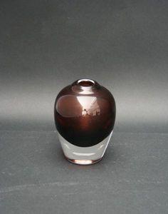Vase designet av Willy Johansson for Hadeland glassverk. Munnblåst. Egen eie