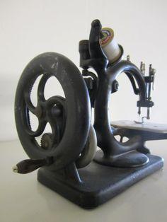 Vintage Sewing Machine (Wilcox & Gibbs Sewing Machine) | Second ...