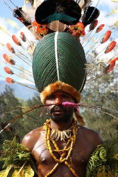 Simbai Tribesman in Papua New Guinea / Photography ©Richard Notebaart