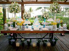 Tons de azul e branco predominaram na decora��o do casamento assessorado por Cinthia Rosemberg, na Riviera de S�o Louren�o (SP)  Foto: Divulga��o
