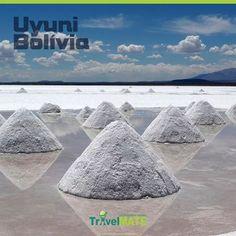 Uyuni - Bolívia O deserto de sal rodeado de vulcões a quase 4 mil metros de altitude, uma imensidão branca com cactos gigantes dando contraste. Lagoas multicoloridas, vulcões e talvez o céu mais estrelado do mundo fazem parte dessa paisagem. O ponto de partida é Uyuni, vilarejo de onde saem os jipes (também é possível fazer a viagem contrária, partindo do Chile). #bolivia #hile #desertodesal #uyuni #triptips #travelmatebrasil